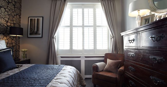 bedroom window in kemptown – tTier-on-Tier Shutters for sash window